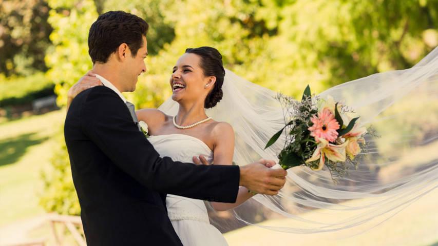 Al giorno d oggi sappiamo bene quanto costi organizzare un matrimonio 01bdaedcf8f