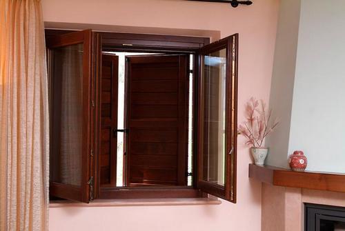 Infissi e porte pvc alluminio e legno nuovi a prezzi for Prezzo mq serramenti alluminio