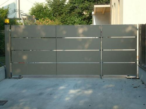 Realizzazione cancello carraio e cancelletto d 39 ingresso di for Cancello scorrevole moderno