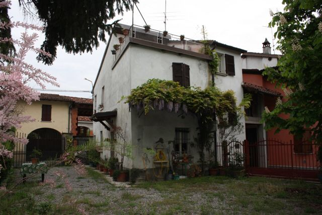 Casa rionale disposta su due livelli principali 39 piano for Casa a due livelli con veranda