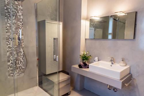 Bagni moderni con materiale incluso a partire da 3900 euro - Bagni moderni piastrelle ...