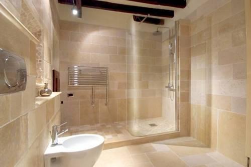 Bagni moderni con materiale incluso a partire da 3900 euro - Doccia a pavimento costi ...