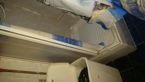 Sostituzione piatto box doccia e rivestimento bagno a - Costo rivestimento bagno ...