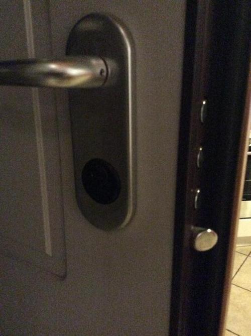 Serratura di una porta blinda difettosa a giussano - Entrare in una porta ...