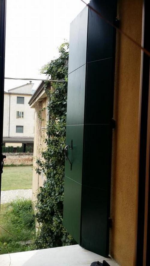 Manutenzione su 5 scuri in legno - Manutenzione finestre in legno ...