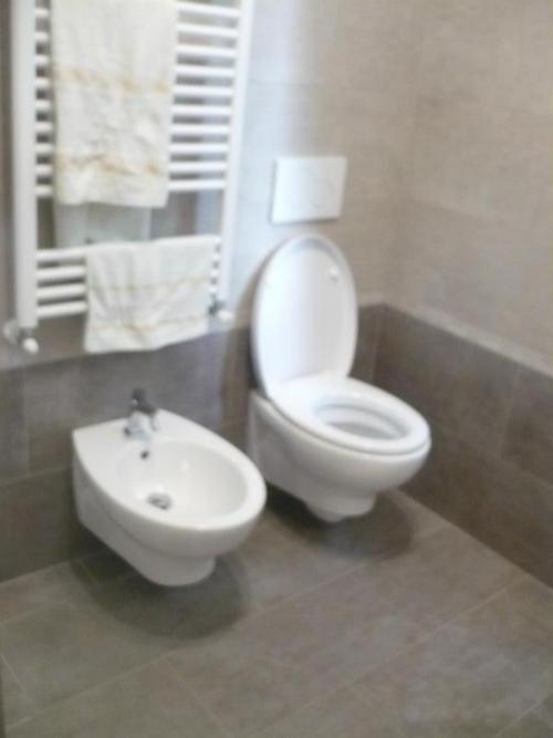 Ristrutturazione bagno completa progetto casa di geom - Ristrutturazione bagno como ...