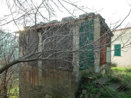 Casa di villeggiatura in collina di 60 mq da ristrutturare ...