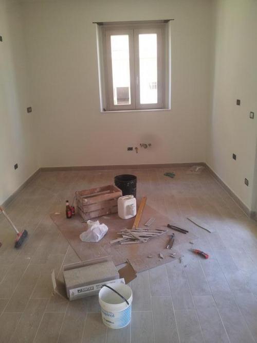 Posa pavimenti muratore piastrellista - Costo piastrellista ...